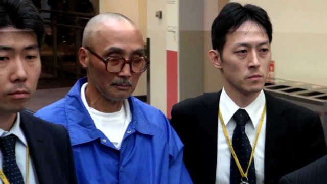 tokyo police on friday arrested a japanese red army terrorist for alleged arson and murder attempts in connection with a 1986 mortar attack on... - court room stock-videos und b-roll-filmmaterial
