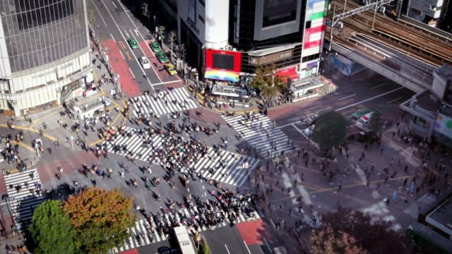 東京の渋谷スクランブル交差点