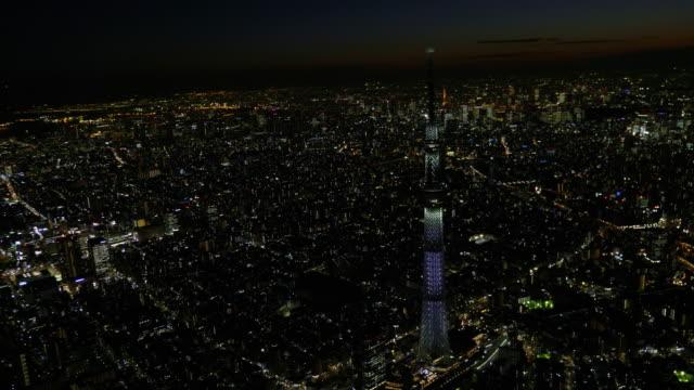 tokyo sky tree light up aerial at night - 夜点の映像素材/bロール