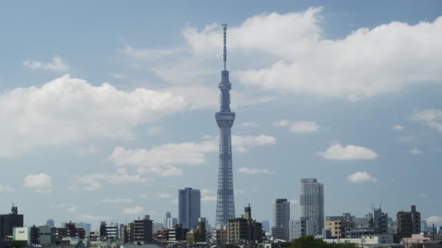 tokyo sky tree tower and clouds on sky - スカイツリー点の映像素材/bロール