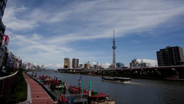 vídeos y material grabado en eventos de stock de tokyo sky tree tower and sumida river in tokyo,japan - restaurante flotante