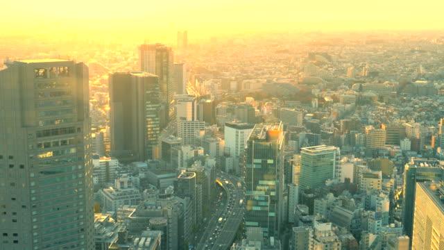stockvideo's en b-roll-footage met skyline van tokio bij zonsondergang | uitzoomen - binnenstad