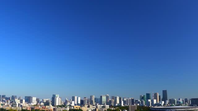 tokyo skyline from shinjuku - plusphoto stock videos & royalty-free footage