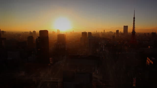 東京の街並みとはがき - 日没点の映像素材/bロール