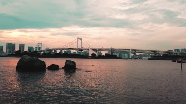 vídeos y material grabado en eventos de stock de tokyo skyline - sunset from odaiba ward - panorámica