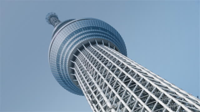 la, ls tokyo skytree against a blue sky / tokyo, japan - low angle view stock-videos und b-roll-filmmaterial