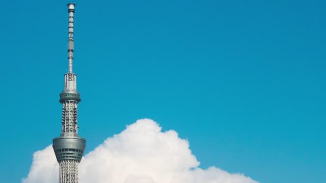 tokyo skytree and cloud time lapse - 塔点の映像素材/bロール