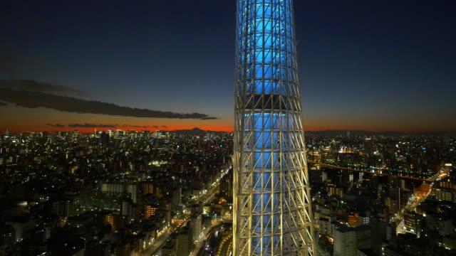 tokyo skytree light up and mt fuji at dusk - スカイツリー点の映像素材/bロール