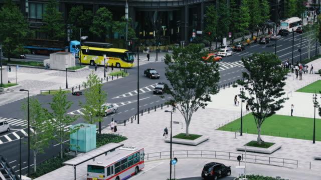 vidéos et rushes de gare de tokyo - vue aérienne du bâtiment principal entrée - famous place