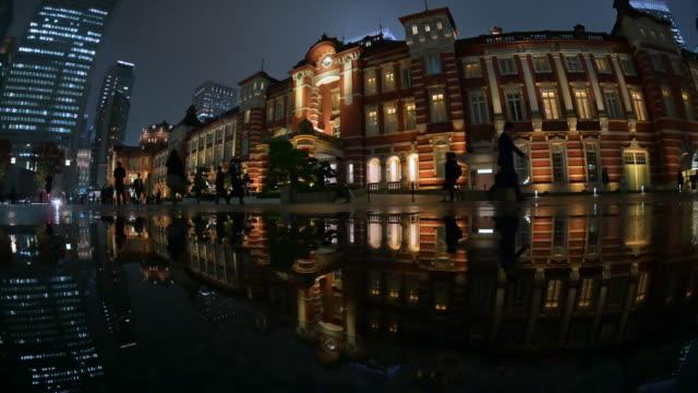 tokyo station light up reflect puddle - spegling bildbanksvideor och videomaterial från bakom kulisserna