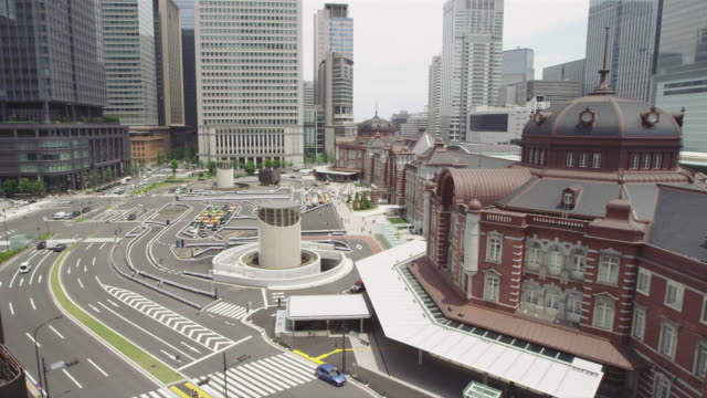 tokyo station marunouchi building in japan - 駅点の映像素材/bロール