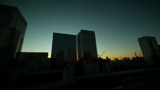 tokyo sunrise, cityscape - 薄明かり点の映像素材/bロール