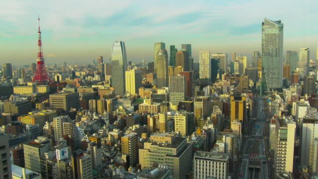 tokyo tower and buildings get sun shine - morning点の映像素材/bロール