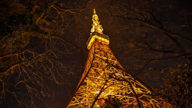 tokyo tower in the twilight - 昼から夜点の映像素材/bロール