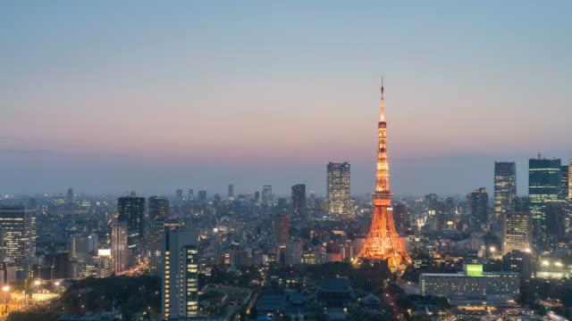 東京タワー、昼から夜のタイムラプス - 昼から夜点の映像素材/bロール