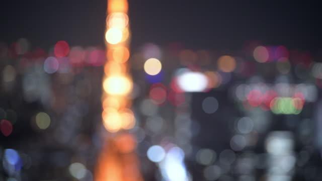 tokyo tower light up blur focus in - 夜遊び点の映像素材/bロール