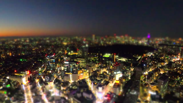 vídeos y material grabado en eventos de stock de tokyo tower skyline al atardecer / cambio de inclinación - tilt shift