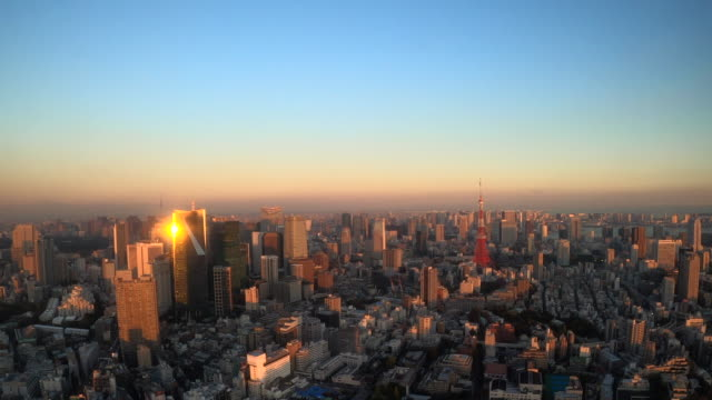 tokyo tower skyline at dusk / zoom out - time stock videos & royalty-free footage