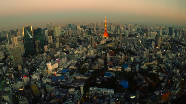 tokyo tower skyline at dusk / zoom out - plusphoto stock videos & royalty-free footage
