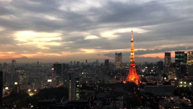 街のスカイラインと東京タワー
