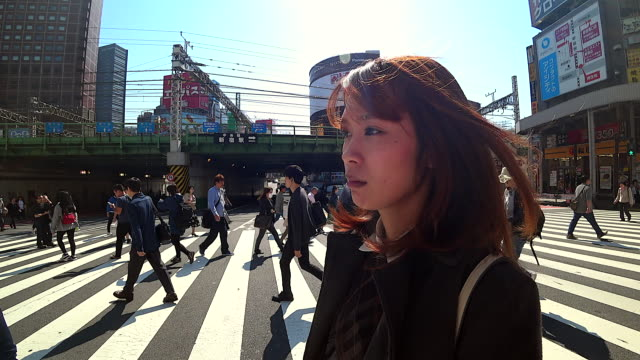 tokyo urban woman commuter walking. asian pedestrian going to work with crowd of people in the background commuting in the japanese city, japan. - only japanese stock videos & royalty-free footage