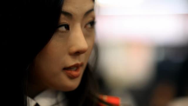 Tokyo mulher a falar