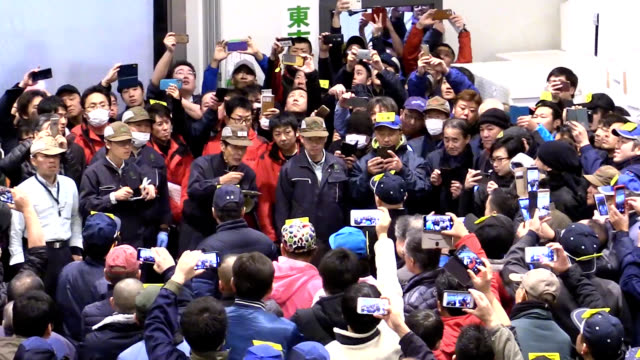 tokyo-based sushi chain operator landed the big catch of the day for the second year in a row at this year's first auction at the toyosu fish market... - aomori prefecture stock videos & royalty-free footage