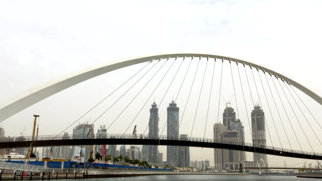 Toleranz-Brücke und Stadt Skyline in Dubai