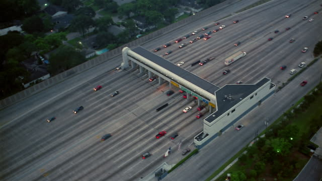 vídeos y material grabado en eventos de stock de aerial toll booth on highway  houston  texas  usa - peaje