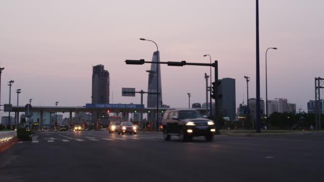 toll gate at thu thiem tunnel with skyline of cbd - sydostasien bildbanksvideor och videomaterial från bakom kulisserna