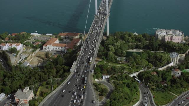 stockvideo's en b-roll-footage met toll plaza and bosphorus bridge in istanbul - 15 juli martelaarsbrug