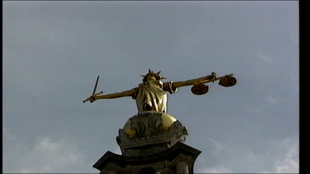 tom and gwen geeling criticise lenient sentencing; file / dates unknown old bailey: low angle shot of scales of justice statue on old bailey int... - 正義の天秤点の映像素材/bロール