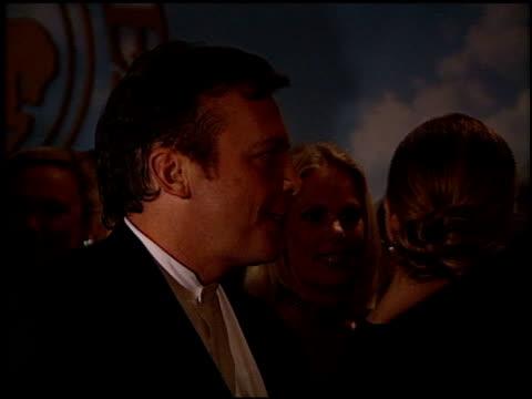 vídeos y material grabado en eventos de stock de tom arnold at the 1998 carousel of hope ball at the beverly hilton in beverly hills california on october 23 1998 - tom arnold
