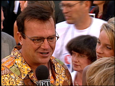 tom arnold at the 'cable guy' premiere at grauman's chinese theatre in hollywood, california on june 10, 1996. - tom arnold stock videos & royalty-free footage