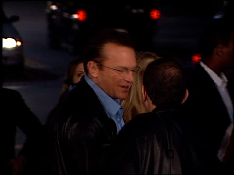 tom arnold at the 'exit wounds' premiere on march 13, 2001. - tom arnold stock videos & royalty-free footage