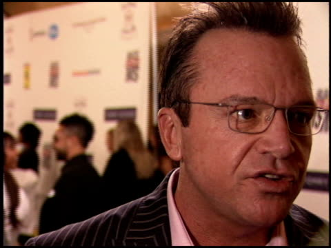 vidéos et rushes de tom arnold at the race to erase at the westin century plaza hotel in century city, california on april 22, 2005. - race to erase ms