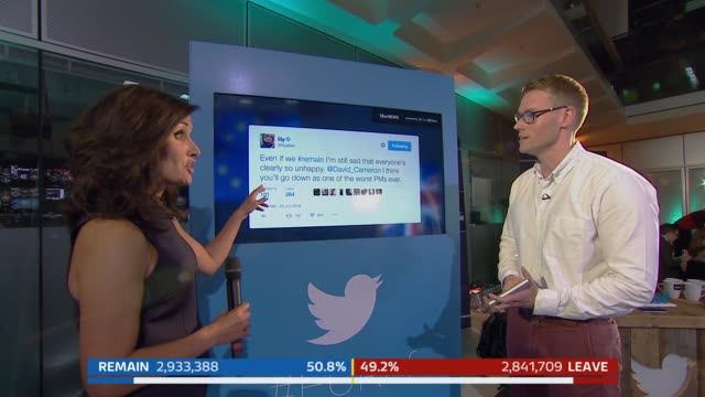 vídeos y material grabado en eventos de stock de tom bradby and colin rallings and allegra stratton/ reporter nina hossein and inidentified interviewee look at graphic screen showing twitter... - brexit