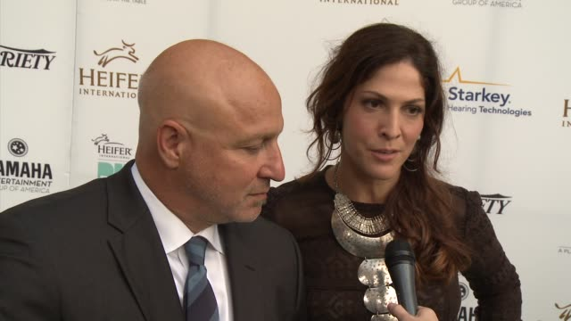 tom colicchio and lori silverbushon on being honored and what the event means to them heifer international hosts 3rd annual beyond hunger a place at... - montage beverly hills video stock e b–roll