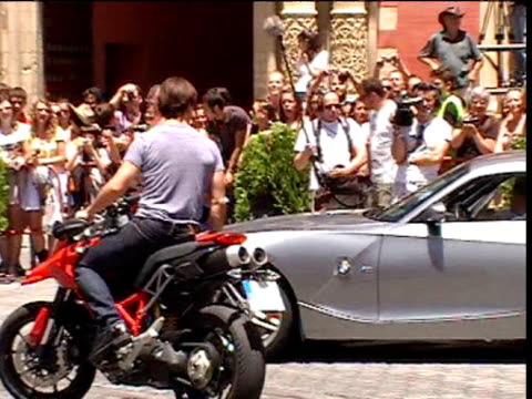 tom cruise and cameron diaz recreate scenes from the film 'knight and day' movie stunt exhibition next to seville's cathedral prior the international... - cameron diaz stock videos & royalty-free footage