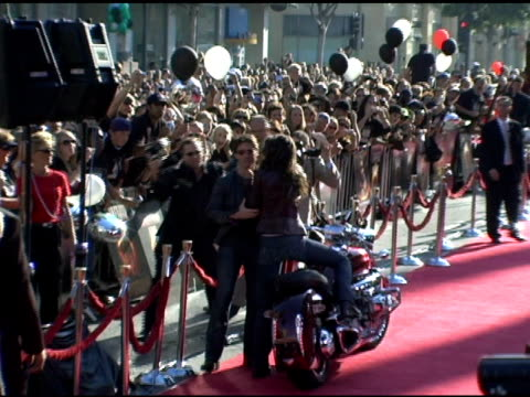 tom cruise and katie holmes at the fan screening of 'war of the worlds' at grauman's chinese theatre in hollywood california on june 27 2005 - katie holmes stock videos and b-roll footage