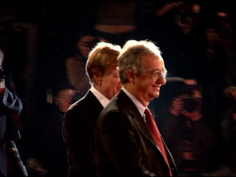 vídeos de stock e filmes b-roll de tom cruise and robert redford at the 'lions for lambs' premiere at the second rome film festival at auditorium in rome on october 23 2007 - robert redford