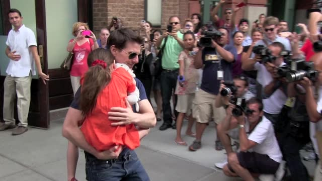 tom cruise and suri cruise at greenwich hotel in new york, ny, on 07/17/12 - tom cruise video stock e b–roll