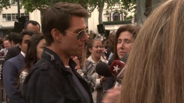 vidéos et rushes de european film premiere at leicester square on june 10 2012 in london england - tom cruise