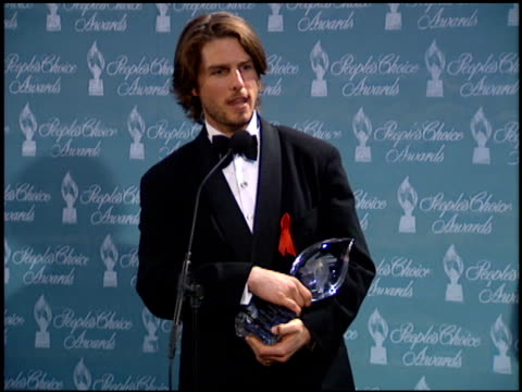 tom cruise at the 1994 people's choice awards at sony studios in culver city, california on march 8, 1994. - people's choice awards stock-videos und b-roll-filmmaterial