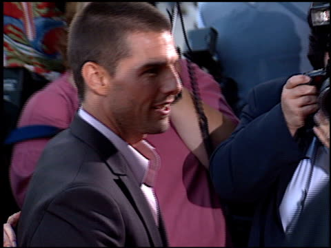 stockvideo's en b-roll-footage met tom cruise at the captain corelli's mandolin premiere at academy theater in beverly hills california on august 13 2001 - tom cruise