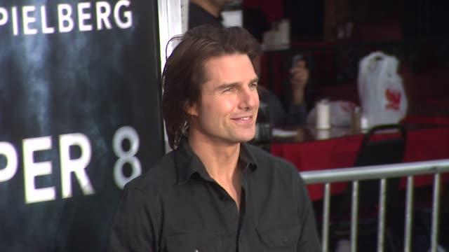 vídeos de stock e filmes b-roll de tom cruise at the 'super 8' premiere at westwood ca. - tom cruise