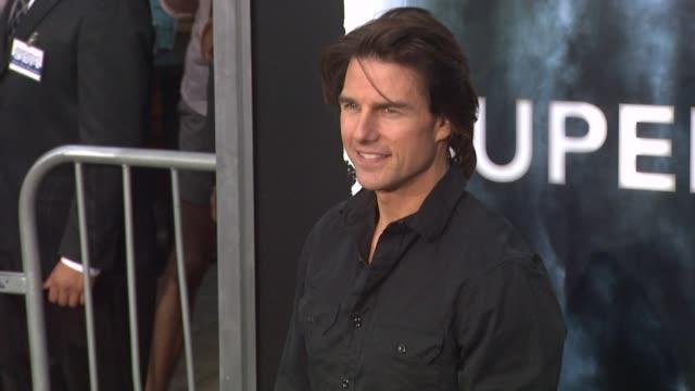 tom cruise at the 'super 8' premiere at westwood ca - tom cruise bildbanksvideor och videomaterial från bakom kulisserna