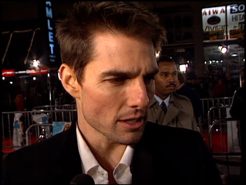 tom cruise at the 'vanilla sky' premiere at grauman's chinese theatre in hollywood california on december 10 2001 - mann theaters stock-videos und b-roll-filmmaterial