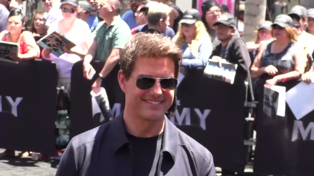 tom cruise at universal celebrates 'the mummy day' with 75foot sarcophagus hollywood and highland at hollywood highland on may 20 2017 in hollywood... - トム・クルーズ点の映像素材/bロール