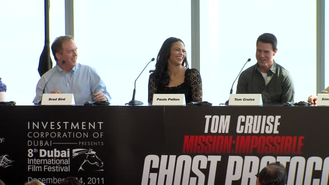 tom cruise brad bird on the stunts tom cruise and more at the mission impossible ghost protocol press conference 8th dubai international film... - トム・クルーズ点の映像素材/bロール